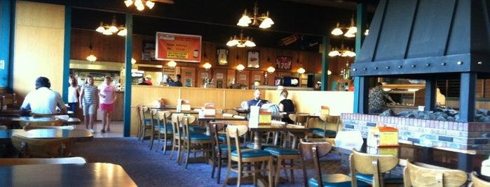 Papa's Pizza Parlor is one of สถานที่ที่ J ถูกใจ.