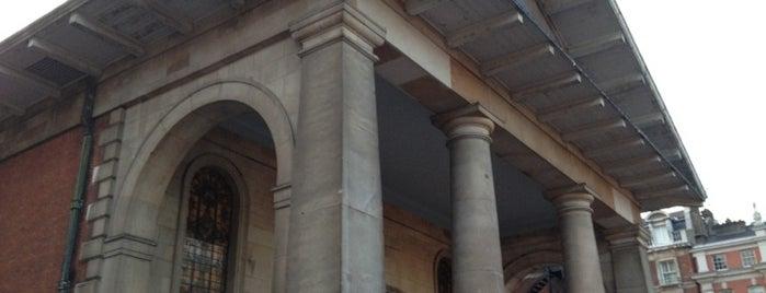 St. Paul's Church is one of Lndn.