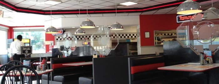 Steak 'n Shake is one of Orte, die Topher gefallen.