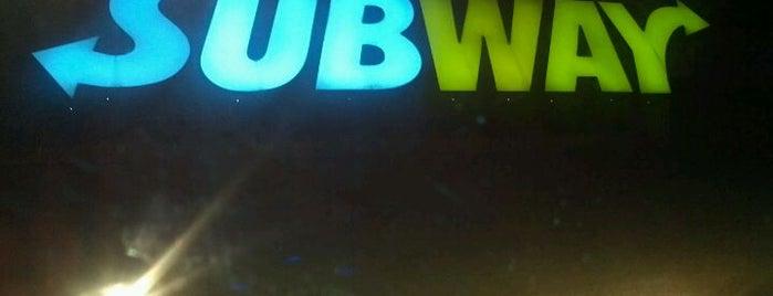 Subway is one of Tempat yang Disukai Alan.