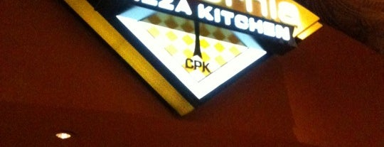 California Pizza Kitchen is one of Cristina 님이 좋아한 장소.