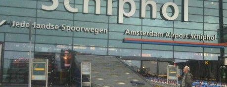 Amsterdam Schiphol Havalimanı (AMS) is one of Airports Visited.