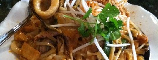 Thai Bamboo Bistro is one of Posti che sono piaciuti a Andrew.