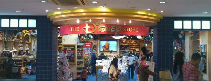 Disney Store is one of Lieux qui ont plu à Takashi.