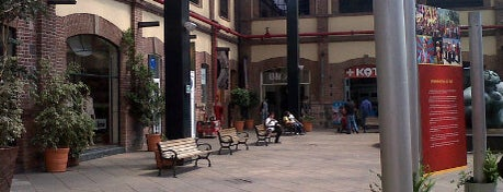 Plaza Loreto is one of De shopping.
