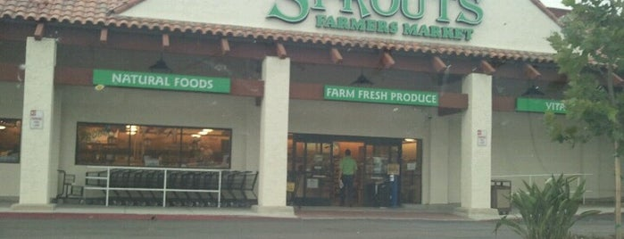 Sprouts Farmers Market is one of Posti che sono piaciuti a John.