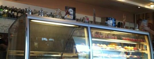Кофе Хауз / Coffee House is one of Locais curtidos por Luiza.