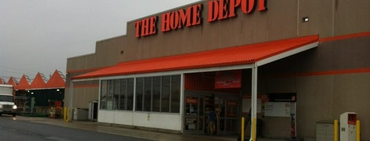 The Home Depot is one of Lugares favoritos de Edwin.