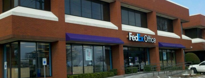 FedEx Office Print & Ship Center is one of Heather's Liked Places.