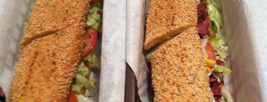 McGurkee's J P Sandwich Shop is one of Jeff'in Beğendiği Mekanlar.