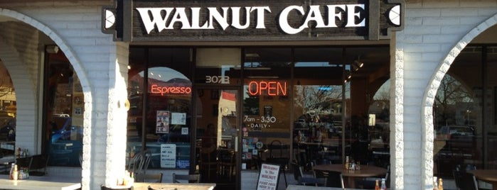 Walnut Cafe is one of Lugares favoritos de Benjamin.