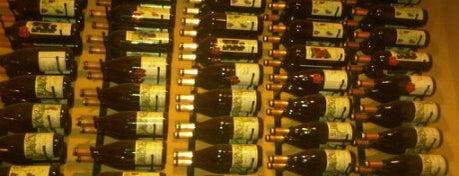 Peterson's Wine Cellar is one of สถานที่ที่ Michelle ถูกใจ.