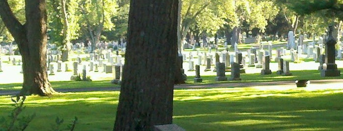 Mt. Saint Benedict Cemetery is one of Locais curtidos por Lindsaye.