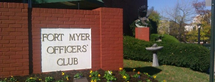 Fort Myer Officers' Club is one of Orte, die Crispin gefallen.