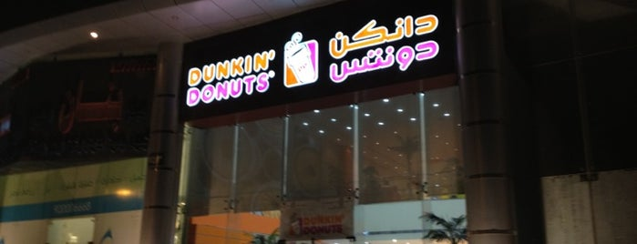 Dunkin' Donuts is one of Lugares favoritos de Eman.