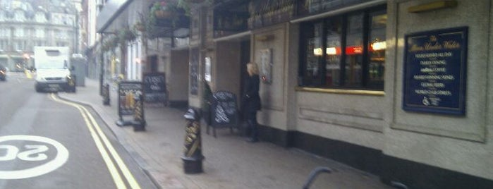 The Moon Under Water (Wetherspoon) is one of Carl : понравившиеся места.