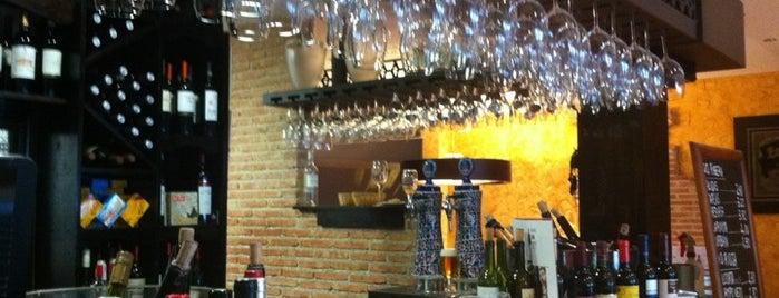 Ciento Un Vinos is one of Tapear por Madrid.
