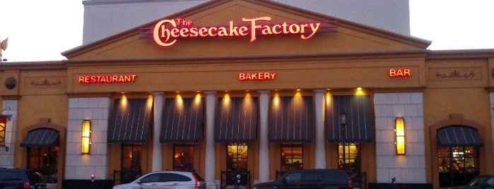 The Cheesecake Factory is one of Locais salvos de Harim.