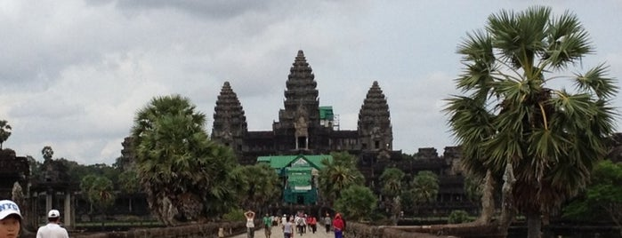 Angkor Wat (អង្គរវត្ត) is one of wonders of the world.
