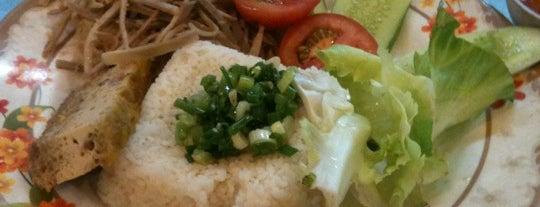 Cơm tấm Xuân Mai is one of ăn hàng.