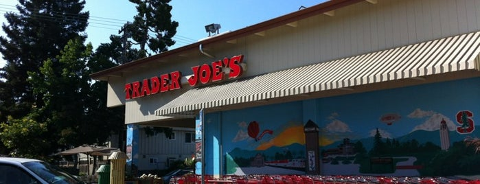 Trader Joe's is one of David 님이 좋아한 장소.