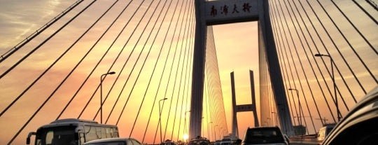 Nanpu Bridge is one of Christine 님이 좋아한 장소.