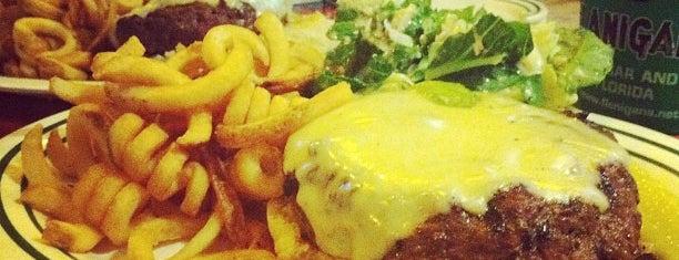 Flanigan's Seafood Bar & Grill is one of Locais salvos de Bo.