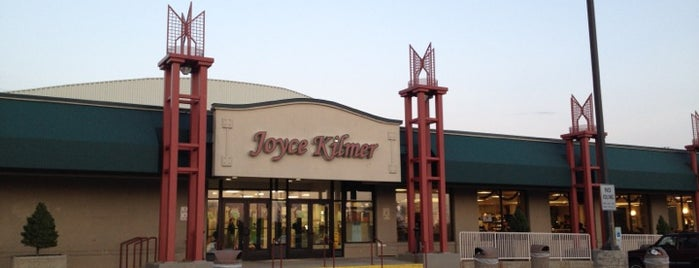 Joyce Kilmer Travel Plaza is one of Lugares favoritos de Jason.