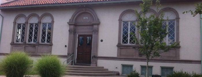 Byers Branch Library is one of Chelly'in Beğendiği Mekanlar.