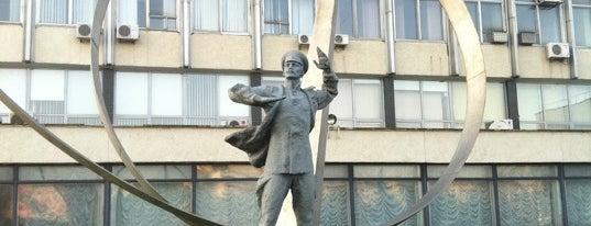 Пам'ятник Петру Нестерову is one of Orte, die Elena gefallen.