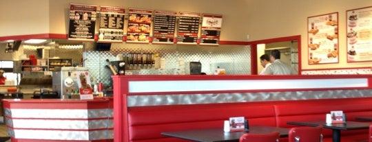 Freddy's Frozen Custard & Steakburgers is one of Laura G 님이 좋아한 장소.