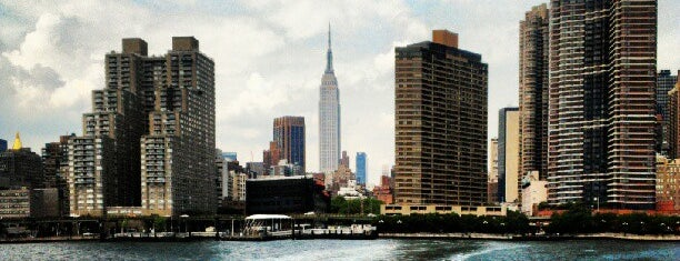 NYC Ferry - East 34th St/Midtown is one of Lugares favoritos de Andrew.