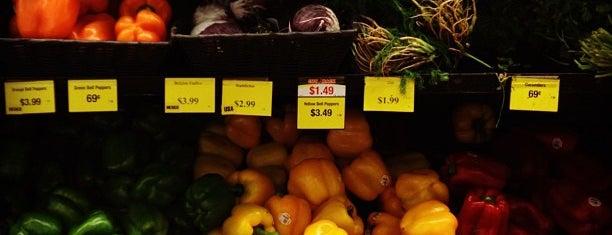 Rainbow Foods is one of สถานที่ที่ Alan ถูกใจ.