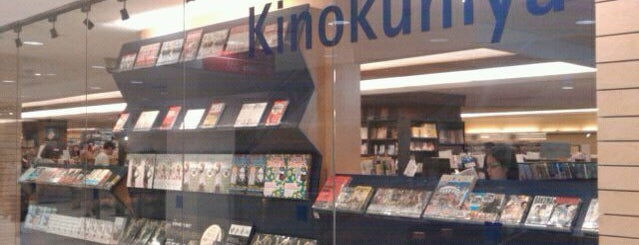 Books Kinokuniya 紀伊國屋書店 is one of Lugares favoritos de Dave.