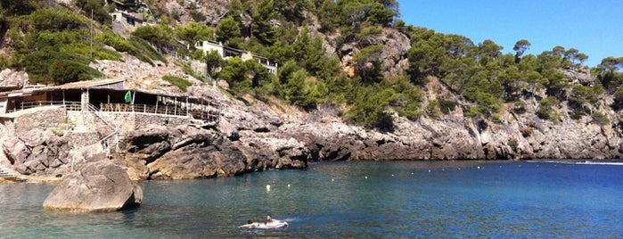 Cala Deià is one of das schwimmwasser.