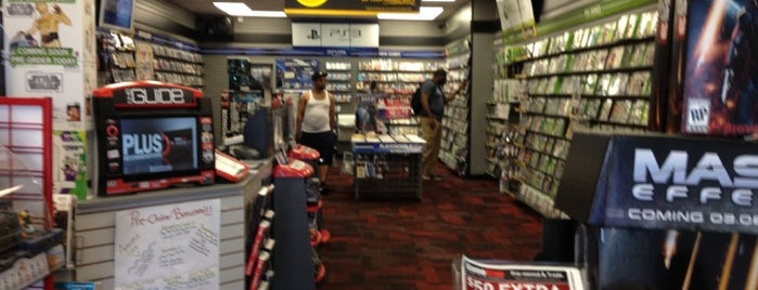 GameStop is one of Lugares favoritos de Kawika.