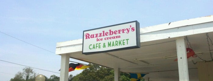 Razzleberry's Ice Cream Laboratory is one of Gespeicherte Orte von Lou.