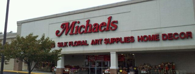 Michaels is one of สถานที่ที่ The Droid U Were Looking 4 ถูกใจ.
