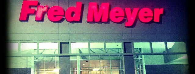 Fred Meyer is one of Locais curtidos por Andrew.