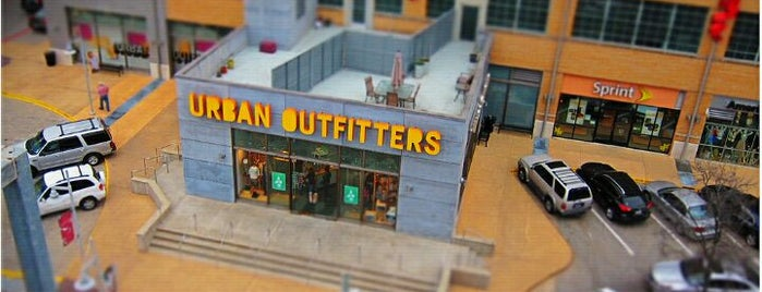 Urban Outfitters is one of Lieux qui ont plu à Tammy.