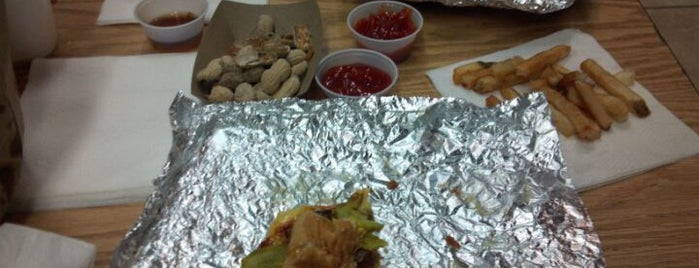 Five Guys is one of Shawnaさんのお気に入りスポット.
