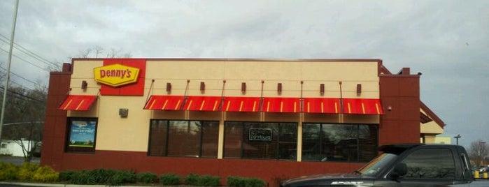 Denny's is one of Tempat yang Disukai Benjamin.