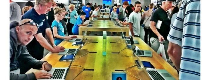 Apple Southcenter is one of Tempat yang Disukai Alberto J S.