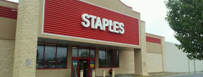 Staples is one of BJさんのお気に入りスポット.