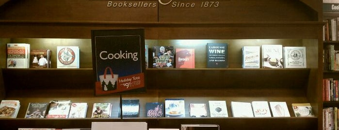 Barnes & Noble is one of Locais curtidos por Emeltri G..