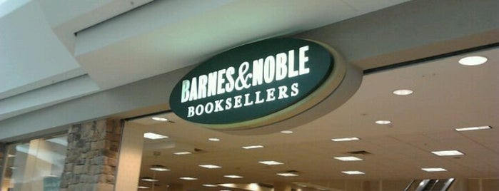 Barnes & Noble is one of Locais curtidos por Josh.