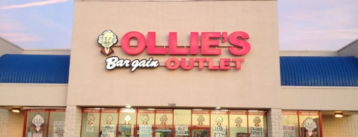 Ollie's Bargain Outlet is one of Tempat yang Disukai Angelia.