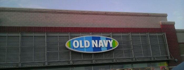 Old Navy is one of Tempat yang Disukai John.