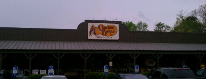 Cracker Barrel Old Country Store is one of Lugares favoritos de Dawn.