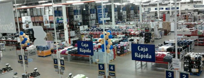 Sam's Club is one of Locais curtidos por Ye.